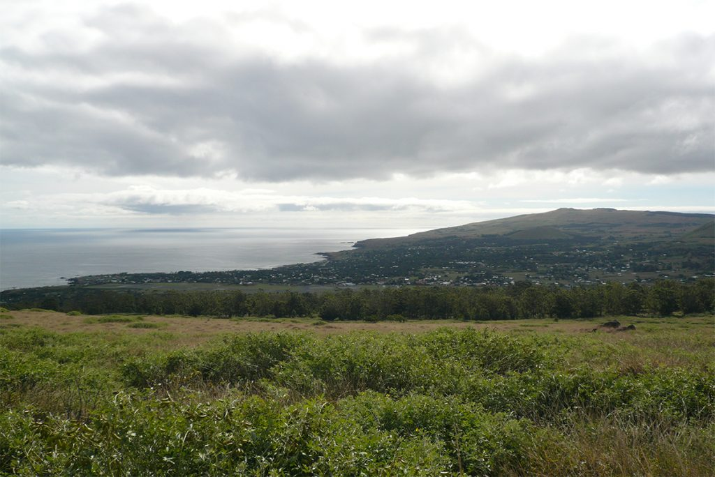 Paisajes circundantes a Hanga Roa, la capita de la Isla de Pascua.