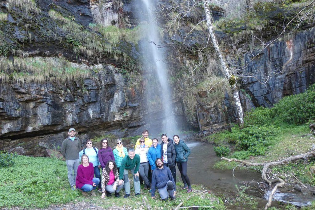 Foto final con los aventureros que se decidieron venir a buscar las bellas orquídeas de A Rogueira.