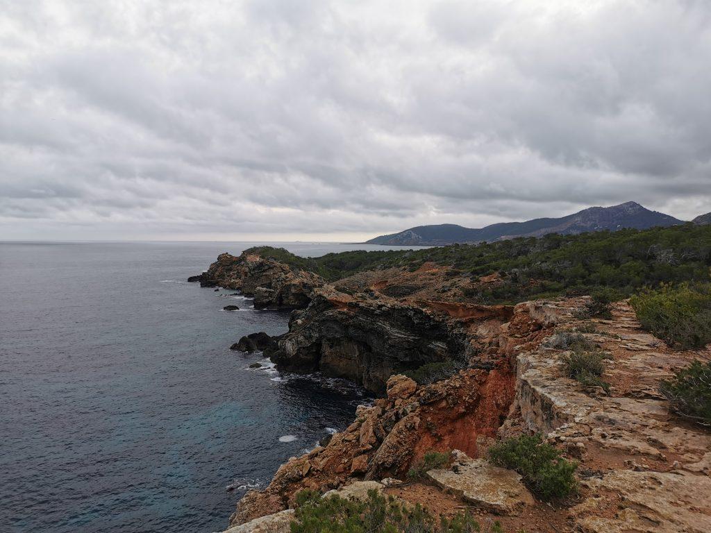 Aspecto de la costa en la parte más norteña de la isla de Ibiza