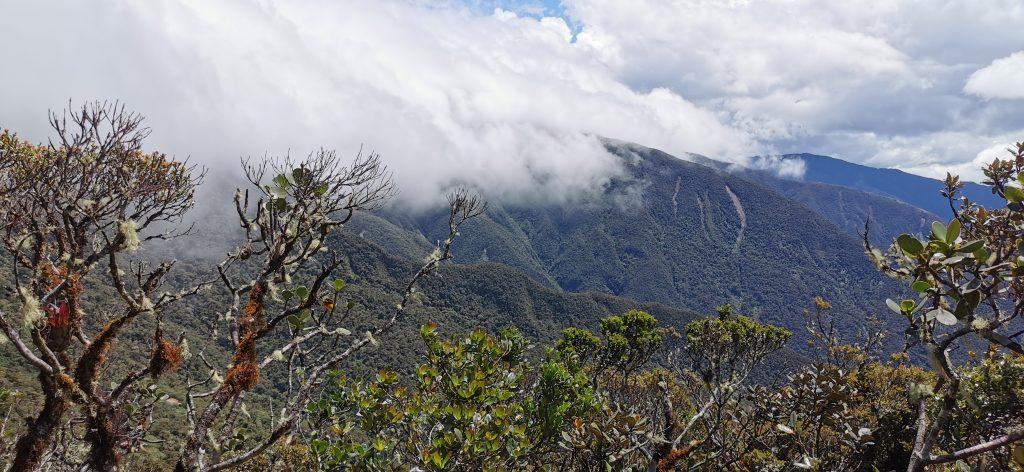 A estas altitudes, las nubes pueden ser protagonistas, pudiendo impedir la contemplación de las vistas