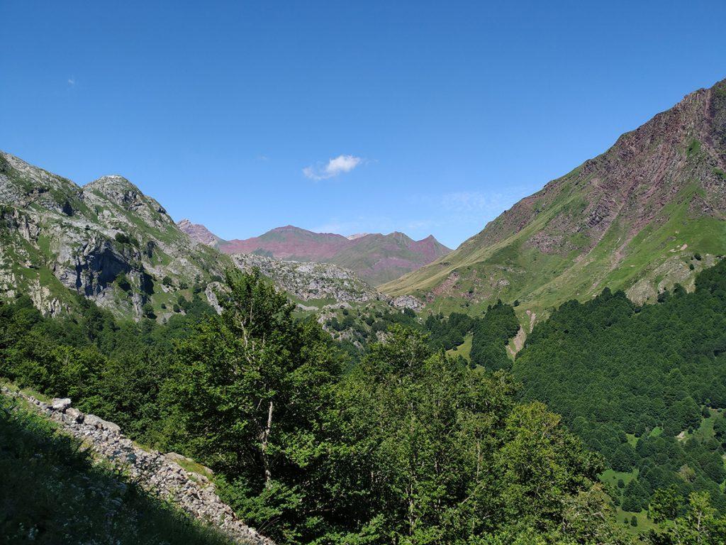 Vistas pirenáicas desde lo alto de la ladera que nos lleva al Ibón de Estanés.