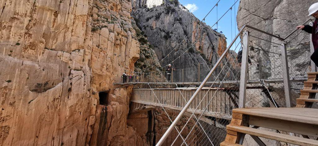 El último puente colgante que vaticina el final del sendero del Caminito del Rey.
